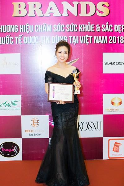 Hoa hậu Việt Hàn Nguyễn Thị Tuyết Nhung đại diện nhận giải thưởng