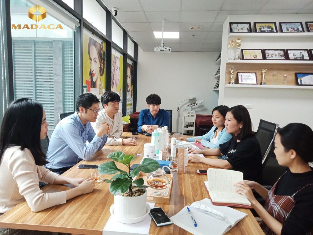 Cuộc họp giữa lãnh đạo Madaca và đại diện Công ty Medical Lab