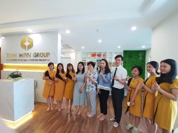 Đại diện Trường Nữ Kwangju cùng giám đốc và nhân viên Trần Minh